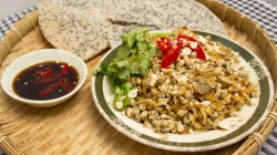 BABY CLAMS WITH SESAME RICE CRACKERS (RICE PAPERS)