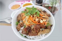 GRILLED PORK WITH RICE VERMICELLI